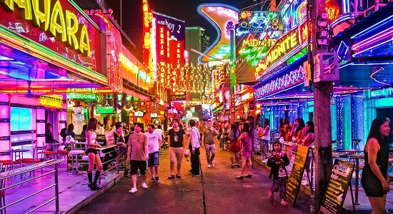 Sukhumvit Road là một trong những địa điểm vui chơi ở Bangkok nổi tiếng nhất (Ảnh ST)