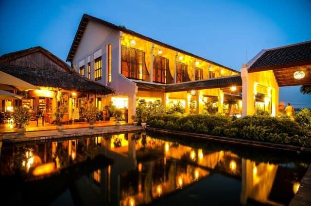 Palm Garden Beach Resort & Spa cung cáp dịch vụ đưa đón tới Phố cổ Hội An, cách đó 5 phút và Sân bay Quốc tế Đà Nẵng cách 30 phút (Ảnh ST)