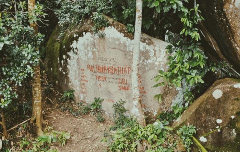 Khám phá vách hang động trên núi Ma Thiên Lãnh
