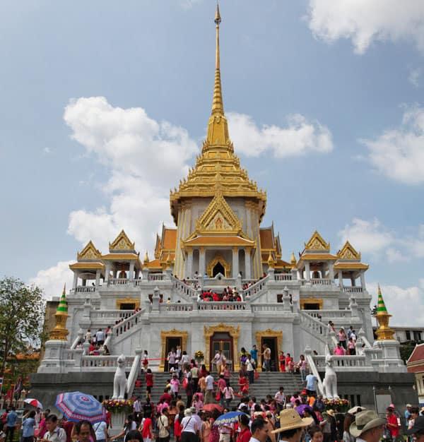Chùa Phật Vàng luôn thu hút đông đảo sự viếng thăm của Phật tử cũng như du khách đến tham quan (Ảnh ST)