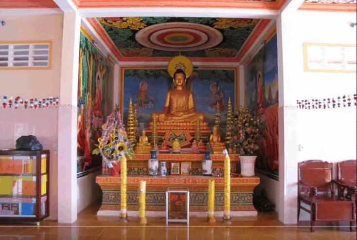 Phía trong chùa Xà XÍa