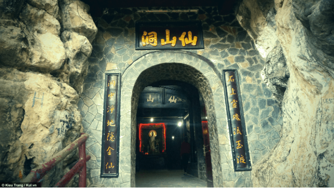 Cổng vào Tiên Sơn Tự