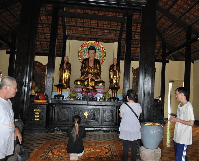 Ngôi chùa nhiều khách đến hành hương