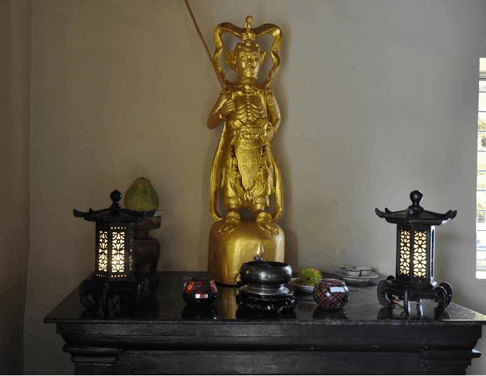 Gian thờ trong chùa