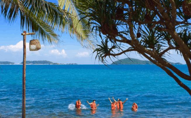 Tắm biển ở Humiso