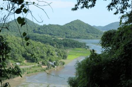 Từ núi Bình San nhìn ra xung quanh