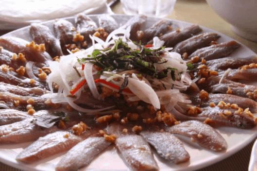 Món gỏi cá trích chính là đặc sản nổi tiếng Hà Tiên