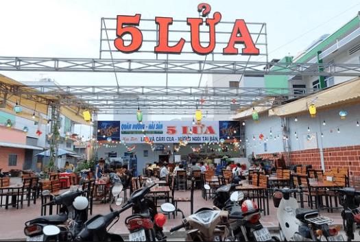 Quán 5 Lửa nổi tiếng với hải sản và nướng