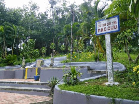 Lăng mộ ông Mạc Cửu nằm ở vị trí cao nhất trong khu 1