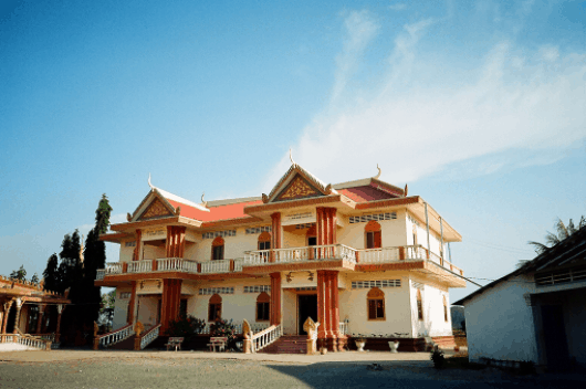 Ngôi chùa khang trang ở Xà Xía