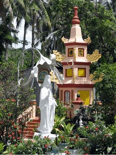Tượng bà quan âm trong chùa