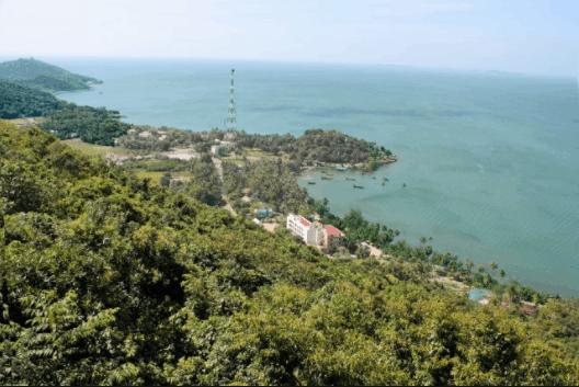 Hà Tiên là sự kết hợp hài hòa giữa biển, phố xá và núi rừng