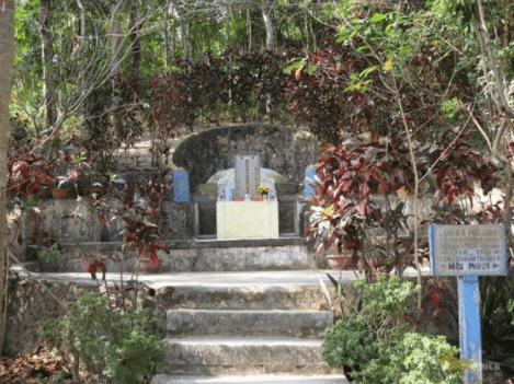 Mộ bà Phù Dung
