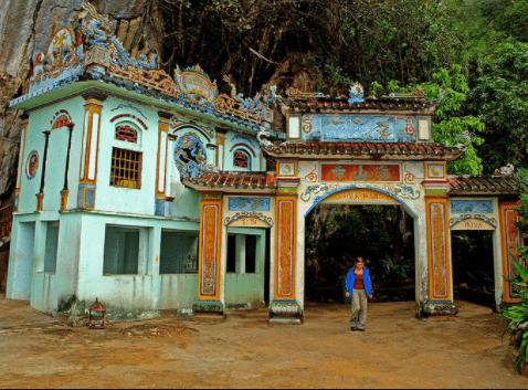 Chùa Hang ở Hà Tiên