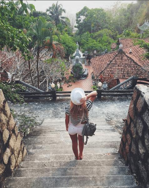 Rất đông du khách đến tham quan chùa núi Tà Cú