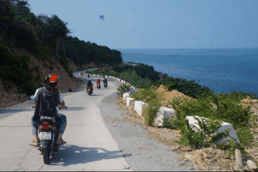 Thuê xe máy dạo quanh đảo Nam Du