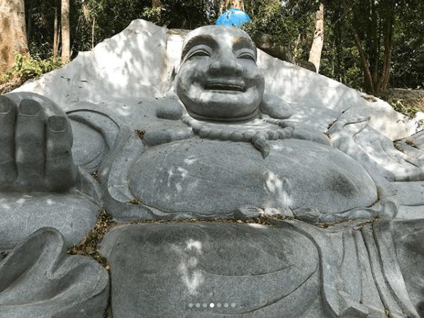 Tượng đá trên núi Tà Cú