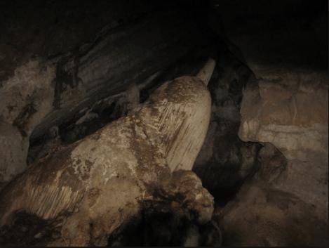 Tảng đá hồ lô trong núi Đá Dựng