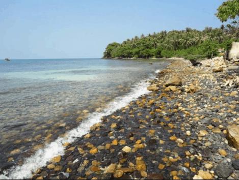 Biển hòn Mấu vuốt ve bãi đá