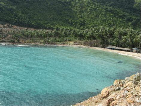 Bờ biển dịu êm, nước xanh trong