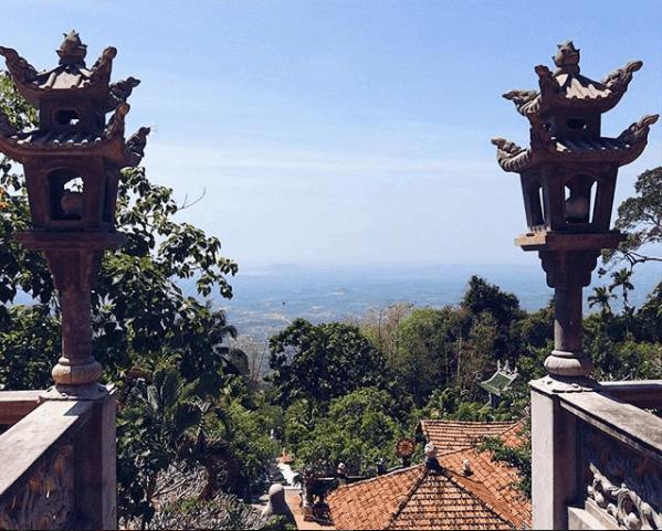 Không khí trong lành trên chùa Núi Tà Cú