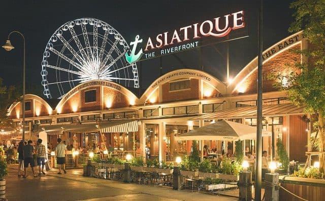 Asiatique là sự kết hợp thành công của hai phong cách mua sắm phổ biến nhất ở thành phố: một chợ đêm và một phố buôn bán (Ảnh ST)