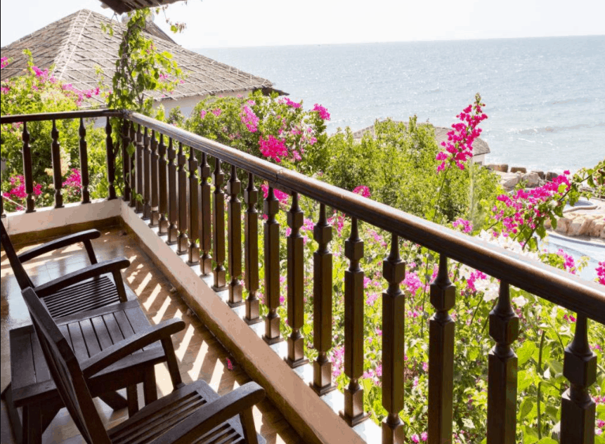 Ban công khách sạn Rock Water Bay