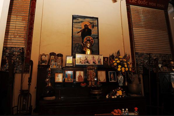Bàn thờ tổ trong chùa Viên Minh