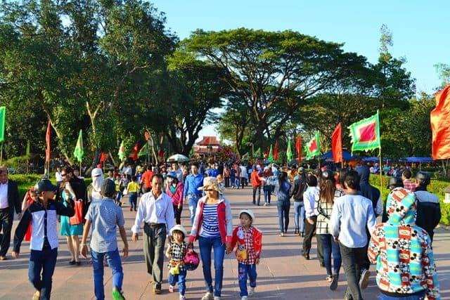 Du khách ghé thăm bảo tàng Quang Trung (Ảnh ST)