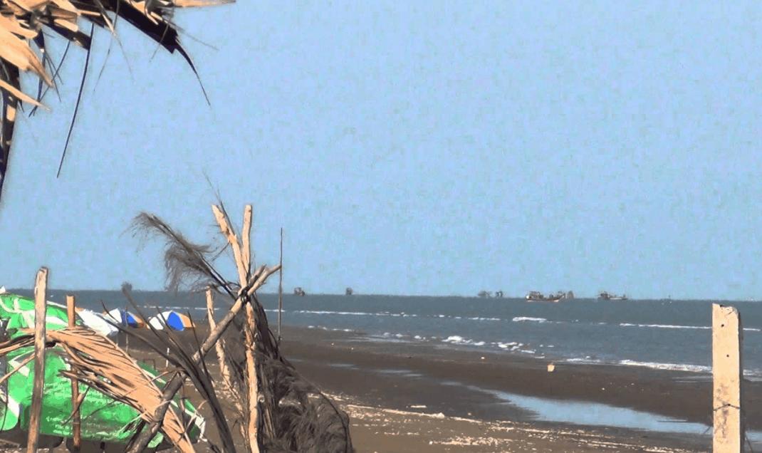 Biển Cồn Bửng có khung cảnh hoang sơ vô cùng đẹp