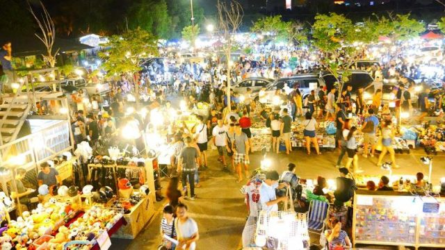 Phiên chợ Chatuchak chỉ mở vào cuối tuần và được mệnh danh là phiên chợ lớn nhất thế giới (Ảnh ST)