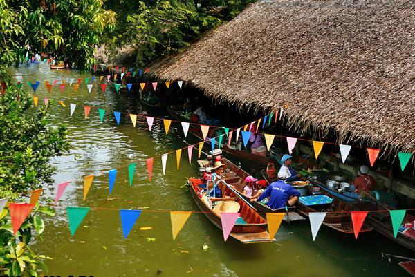 Khlong Lat Mayom là một trong 3 chợ nổi nằm gần Bangkok, chỉ cách thủ đô xứ sở Chùa Vàng chừng 20 km (Ảnh ST)