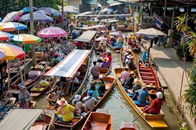 Nơi tốt nhất để chiêm ngưỡng chợ nổi truyền thống của Thái Lan mà không phải chen lấn giữa các du khách (Ảnh ST)