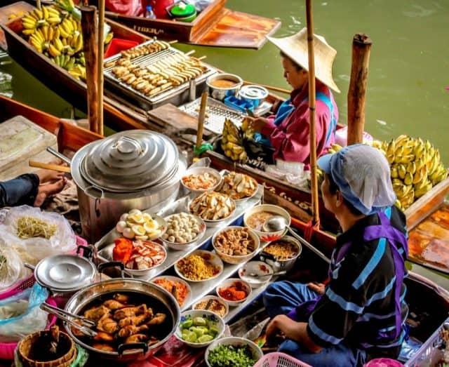 Chợ nổi Bang Nam Pheung với đa dạng món ăn ngon (Ảnh ST)