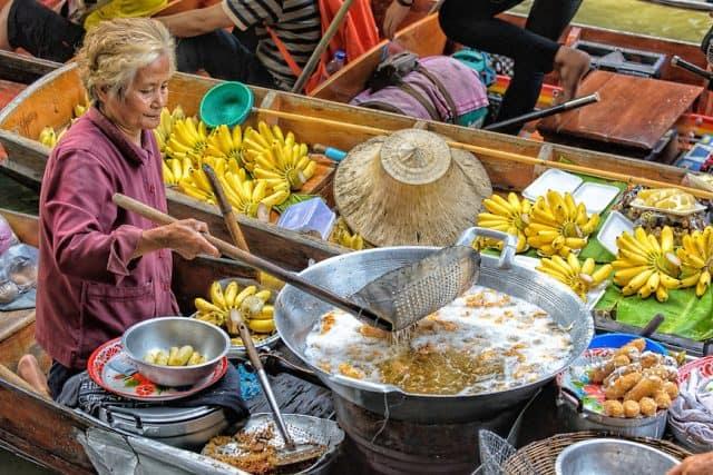 Chợ nổi Bang Khu Wiang (Ảnh ST)