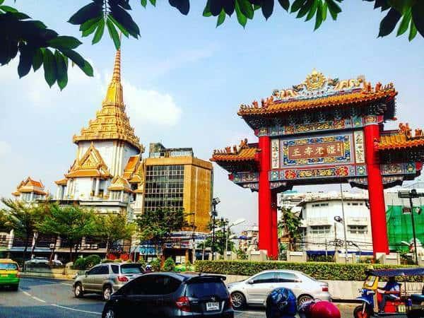 Từ chùa bạn có thể qua khu phố người Hoa China Town để tham quan (Ảnh ST)