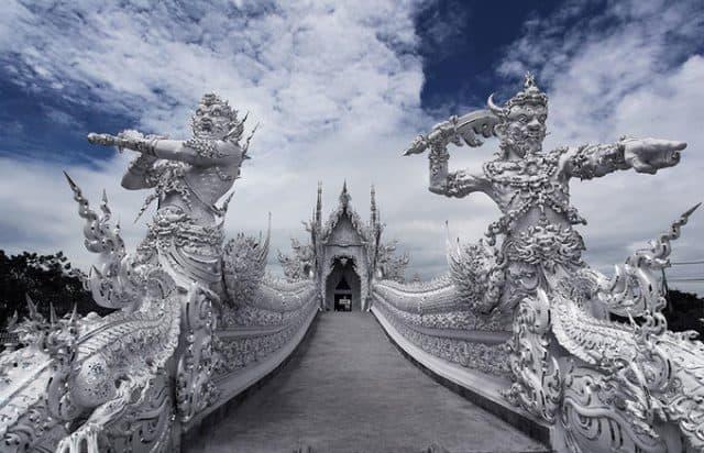 Ngôi chùa là kiệt tác hoàn hảo nhất trong cuộc đời của Chalermchai Kositpipat (Ảnh ST)