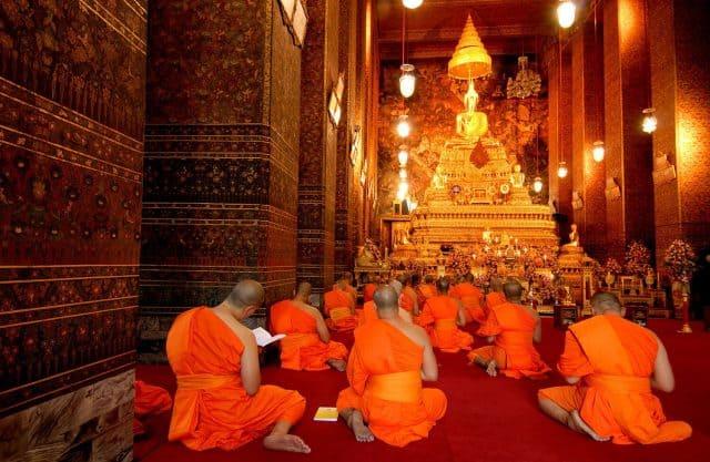 Đức Phật và các vị trư tăng tại chùa (Ảnh ST)