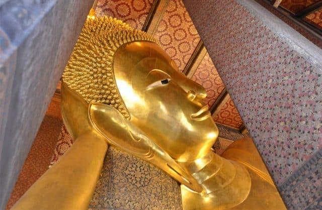 Không gian xung quanh tượng Phật cũng được trang trí rất tỉ mỉ (Ảnh ST)