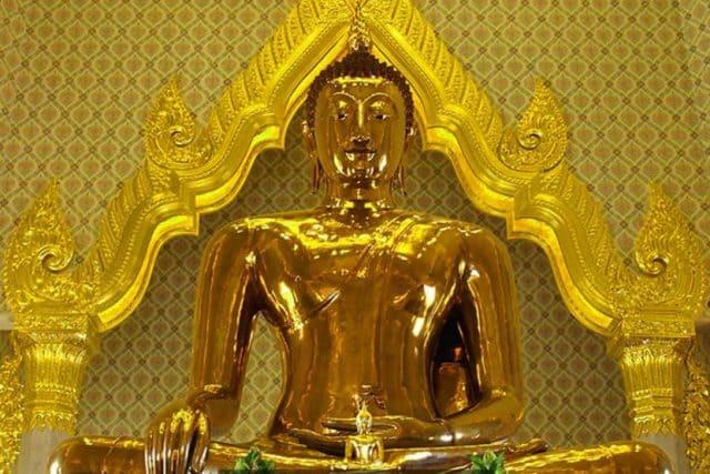 Pho tượng rực rỡ bằng vàng 18 carat với chừng 80% là vàng nguyên chất (Ảnh ST)