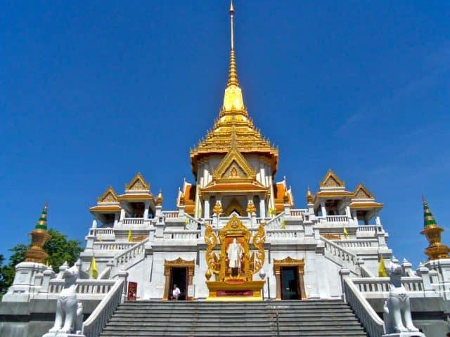 Là một điểm đến tín ngưỡng nổi tiếng, Chùa Phật Vàng thu hút đông đảo du khách trong và ngoài nước đến viếng thăm rất nhiều (Ảnh ST)
