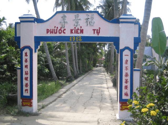 Cổng chùa Phước Kiển Tự