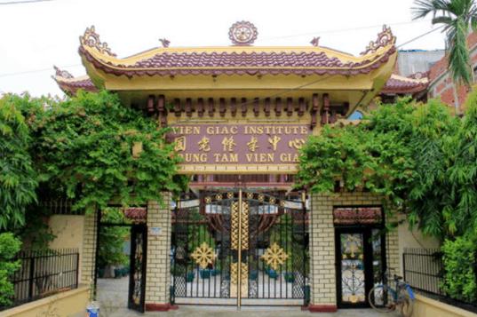 Cổng tam quan chùa Viên Giác Bến Tre
