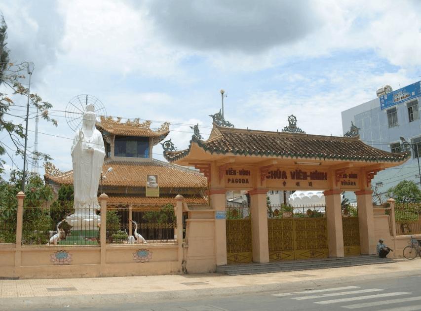 Cổng tam quan chùa Viên Minh Bến Tre