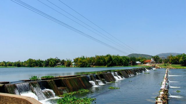 Tam Giang dam is an important irrigation project that helps irrigate the vast fields in An Thach and An Ninh communes.