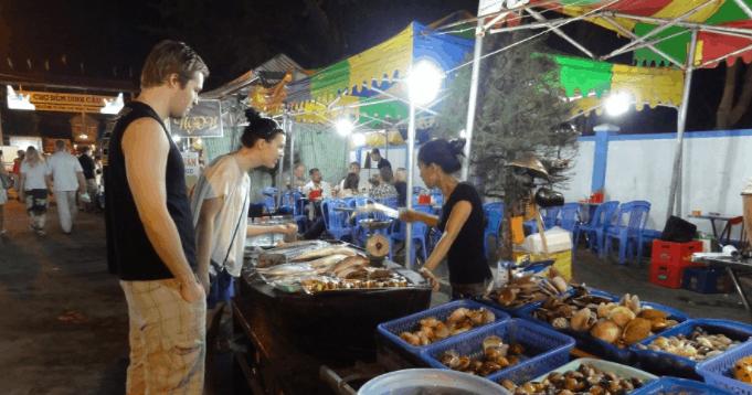 Đi chơi tại chợ đêm Bạch Đằng Phú Quốc