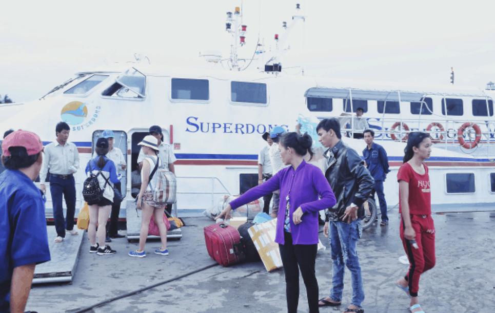 Đi tàu cao tốc ra đảo Hòn Sơn
