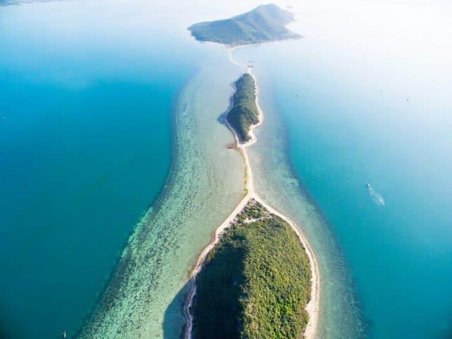 Toàn cảnh trên cao siêu đẹp của đảo Điệp Sơn (Ảnh ST)