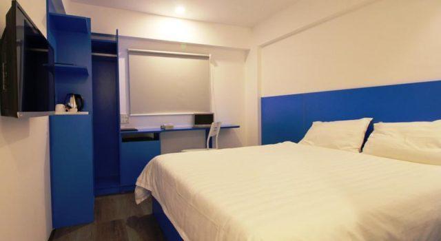 Thiết kế phòng ngủ hiện đại với tông màu trắng- xanh (ảnh ST)