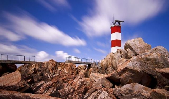 Ngọn hải đăng trên bãi đá Gành Đèn (ẢNH ST)